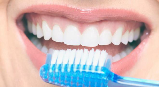 Чистка зубов. Зубной щёткой и не только. Гигиеническая чистка